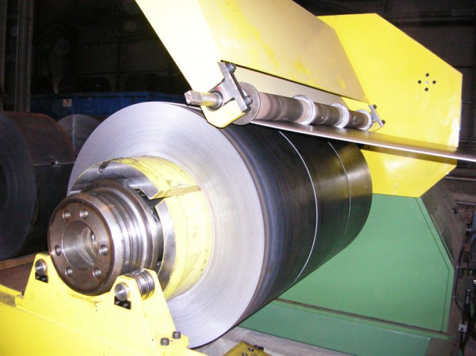 Automatic-slitting-machine-3