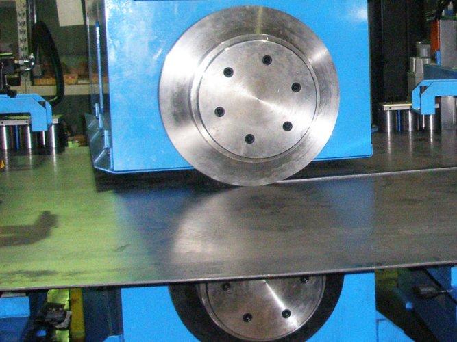 Trapezium-machine-Shearing-machine-with-circular-blades
