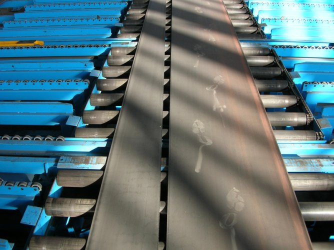 Trapeziums-after-cutting-on-roller-conveyor